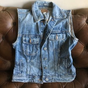 NWOT AMERICAN EAGLE AE DISTRESSED DENIM VEST XS